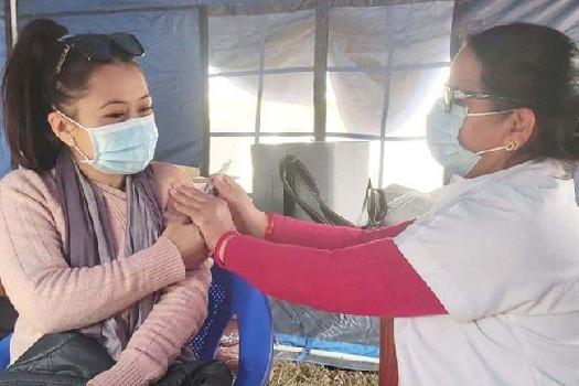 नेपाल कोरोना भाइरस खोप: आधाभन्दा बढी स्वास्थ्यकर्मीले यसकारण लिएनन् खोप