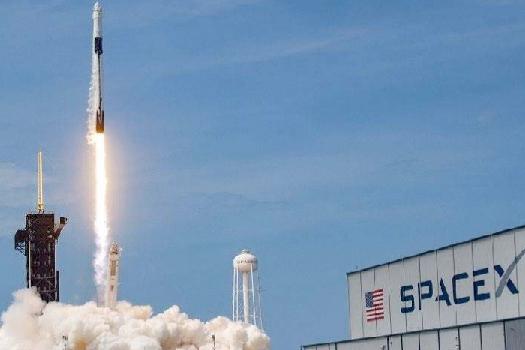 स्पेसएक्सको रकेटमा चढेर नासाका अन्तरिक्षयात्री अन्तरिक्षतर्फ प्रस्थान, ६ महिना उतै बस्ने